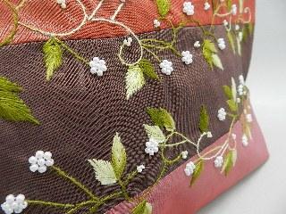 小花の刺繍が綺麗